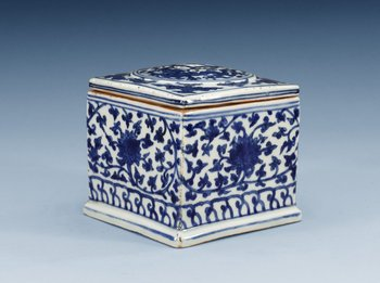 1458. A blue and white Longqing cricket box, Ming dynasty (1567-72).