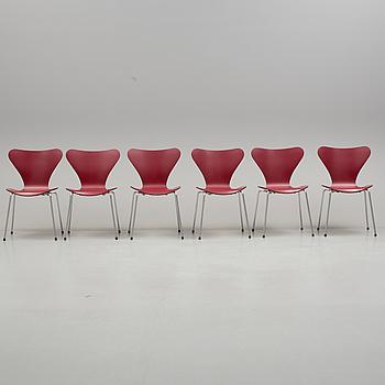 """ARNE JACOBSEN, stolar, """"Sjuan"""", 6 stycken, Fritz Hansen, 1900/2000-tal."""