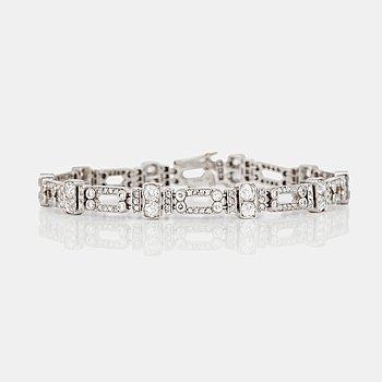 1049. ARMBAND med gammal- och rosenslipade diamanter totalt ca 3.00 ct. Tillverkad av W.A Bolin, Stockholm 1936.