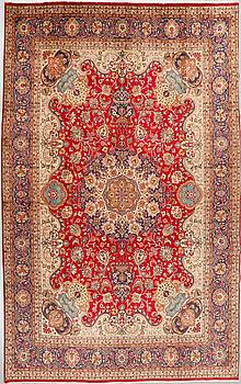 MATTA, möjligen Täbris, signerad, 380 x 275 cm.