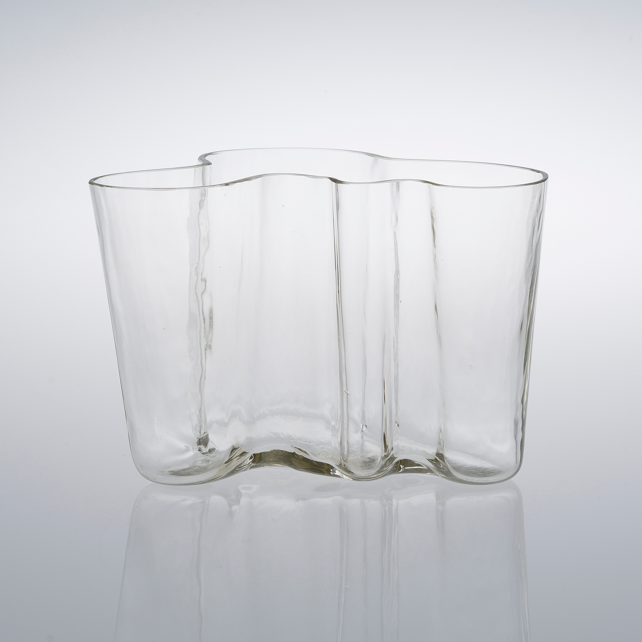 alvar aalto vase fabulous alvar aalto vase with alvar aalto vase interesting iittala on sale. Black Bedroom Furniture Sets. Home Design Ideas