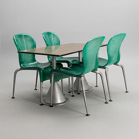 Steven holl, bord och fyra stolar
