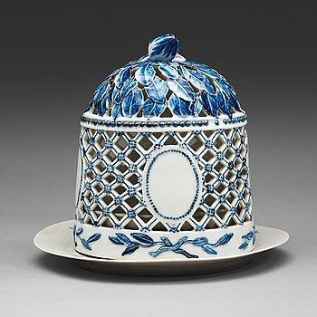 407. A blue and white Royal Copenhagen 'Blå Blomst' ice bell with stand, late 18th Century/circa 1800.