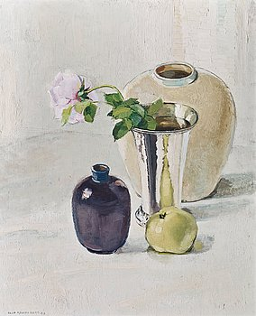 654. Olle Hjortzberg, Still life with silver vase and apple.
