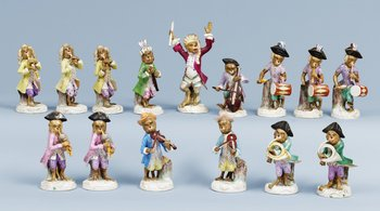 A part monkey orchestra, Meissen like mark. (15 pieces). Height 10,5-17 cm.