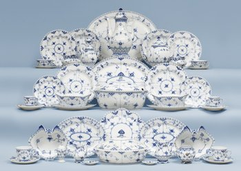 An extensive Royal Copenhagen 'Musselmaalet' dinner service, 20th Century. (219 pieces).