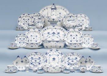 An extensive Royal Copenhagen 'Musselmaalet' dinner service, 20th Century. (219 pieces).