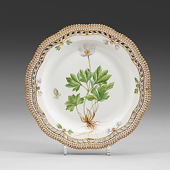 147. A set of 14 Royal Copenhagen 'Flora Danica' plates, Denmark, 20th Century.