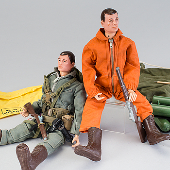 A lot of two Gi Joe figures and extre accessories, Hasbro, 1960/70s.