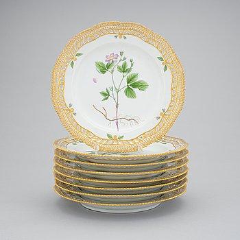409. A set of 8 Royal Copenhagen 'Flora Danica' dessert dishes, Denmark, 20th Century.