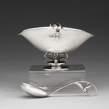 7. Georg Jensen, såsskål med sked, Köpenhamn 1915-21, 830/1000 silver. Design nr 233 och 141,