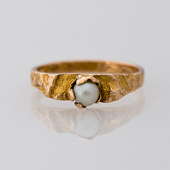 LAPPONIA, A RING, cultured pearl, 14K gold. Lapponia 1965.