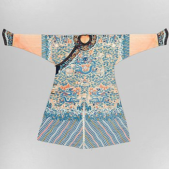 104. A ROBE, kesi weave (kossu). China late Qing dynasty. Height 141 cm.