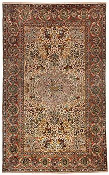 439. MATTA. Semiantik silke figural souf (relief), sannolikt Indien. 208 x 128,5 cm (samt två cm slätväv på varje kortsida).