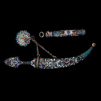 PENFODRAL OCH DEKORATIONS KNIV. silver och emalj, St.Petersburg 1896-1907.