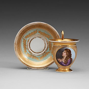 406. A Russian Gardner Empire cup with stand, early 19th Centruy.