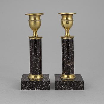 LJUSSTAKAR I PORFYR, ett par sengustavianska 1800-talets början.