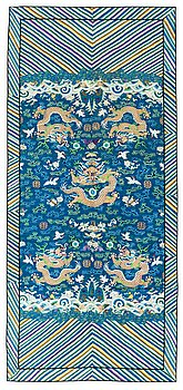 107. AN ANTIQUE KESI TEXTILE (Kossu). China late Qing. 185,5 x 83,5 cm.