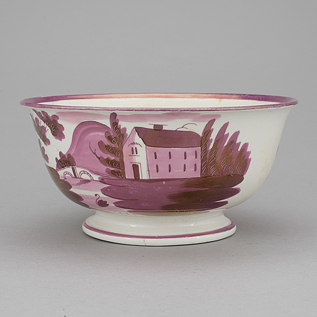 A 19th century porcelain bowl.