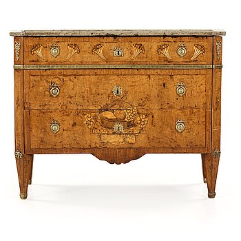 20. A Gustavian late 18th century commode in the manner of Carl Lindborg.