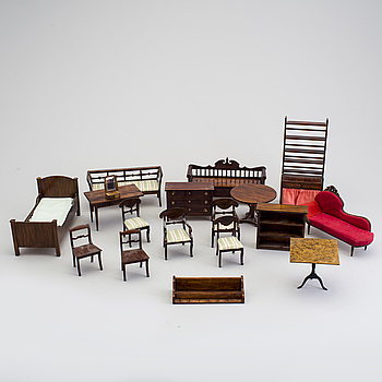 A lot of 18 pieces of doll house furniture by Nolbyn Värmländskt hantverk first half of the 20th century.