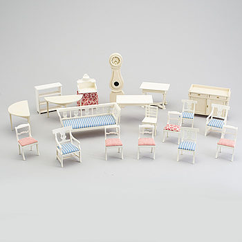 A lot of 17 pieces of doll house furniture by Nolbyn Värmländskt hantverk first half of the 20th century.