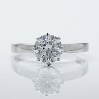 A ca 1.00 ct brilliant-cut diamond ring.