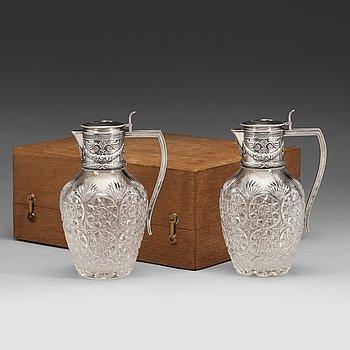 105. Fabergé, kannor, ett par, glas och silver, Moskva 1899-1908, ristat inventarienummer 20116.
