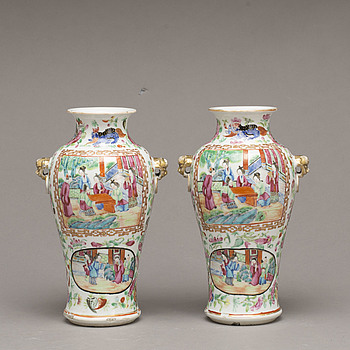 A PAIR OF CHINESE CANTON PORCELAIN VASES, 20th century.