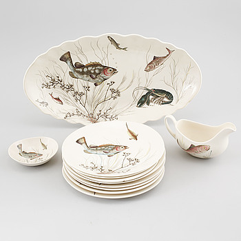 Eleven pieces of tableware from Johnson Bros in England, second half of the 20th century.