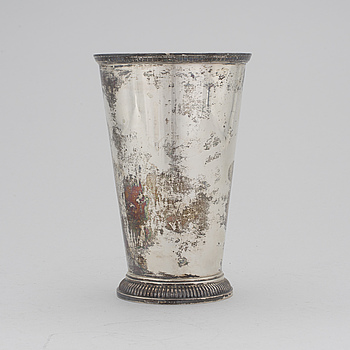 A silver vase by F Carlman, Stockholm, 1938. Total weight ca 424 g.