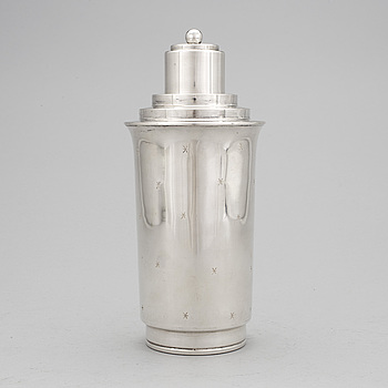 A silver plate cocktail shaker, mid 20th century.