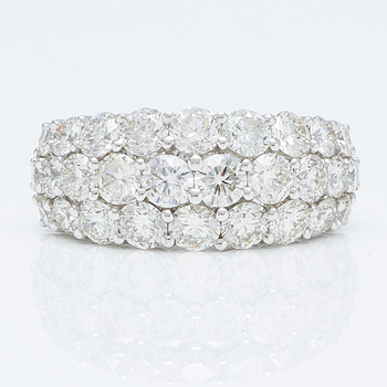 A 4.30 cts brilliant-cut diamond ring.