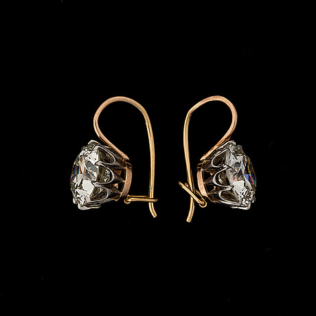 A pair of earrings, old cut diamonds, gold