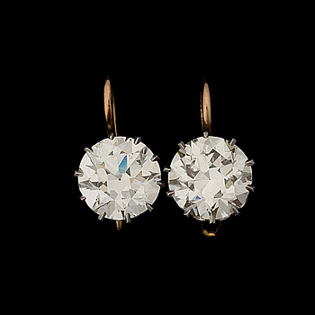 A PAIR OF EARRINGS, old cut diamonds, gold.