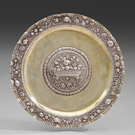A swedish early 18th century parcel-gilt dish, mark of arnold van der hagen, norrkoping (1695-1740(-42)).