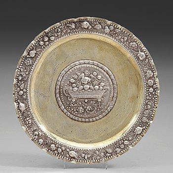 89. A Swedish early 18th century parcel-gilt dish, mark of Arnold van der Hagen, Norrkoping (1695-1740(-42)).