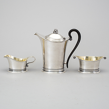 A Edlunds Silvervarufabrik three pieces of silver coffee service, Stockholm, 1939. Total weight 887 g.