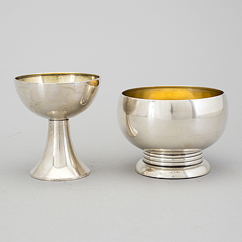 A GAB silver bowl and beaker, Stockholm, 1926. Weight 387 g.