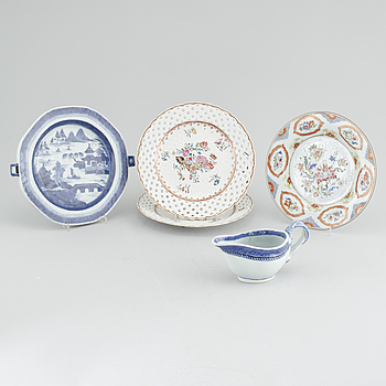 Four plates and sauceboat, including a famille rose Cornelis Pronk plate, Chinese export porcelain, 18th-19th century.