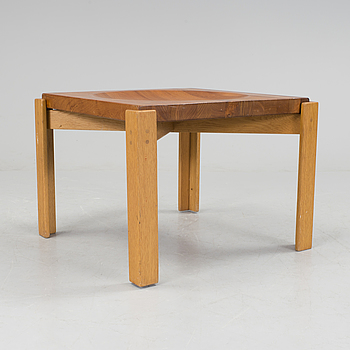 a table from the second half of the 20th Century.