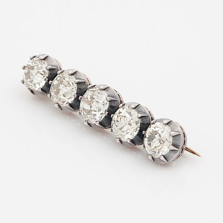 14d423488c7 An old-cut diamond brooch set with five diamonds of varying colour. Total carat  weight of diamonds circa 8.00cts. - Bukowskis