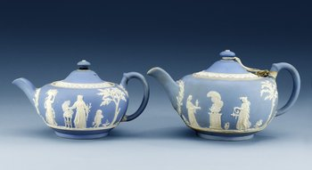 Two English jasper ware teapots with covers, Wedgwood. (2). Length 22,5 cm and 25,5 cm.