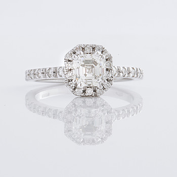 RING, med smaragdslipad diamant 1.02 ct.