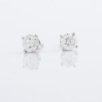 A pair of ca 0.60 cts brilliant cut diamond earrings.