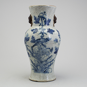 A 20th century chinese vase.