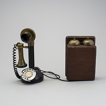 A table phone by Northern electric company limited, USA, from the beginning of the 20th century.