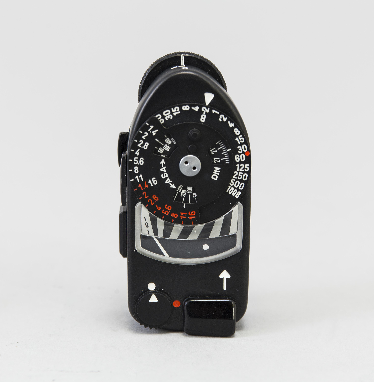 a black body Leica M4-P camera with no 1605951 made by Leitz Canada