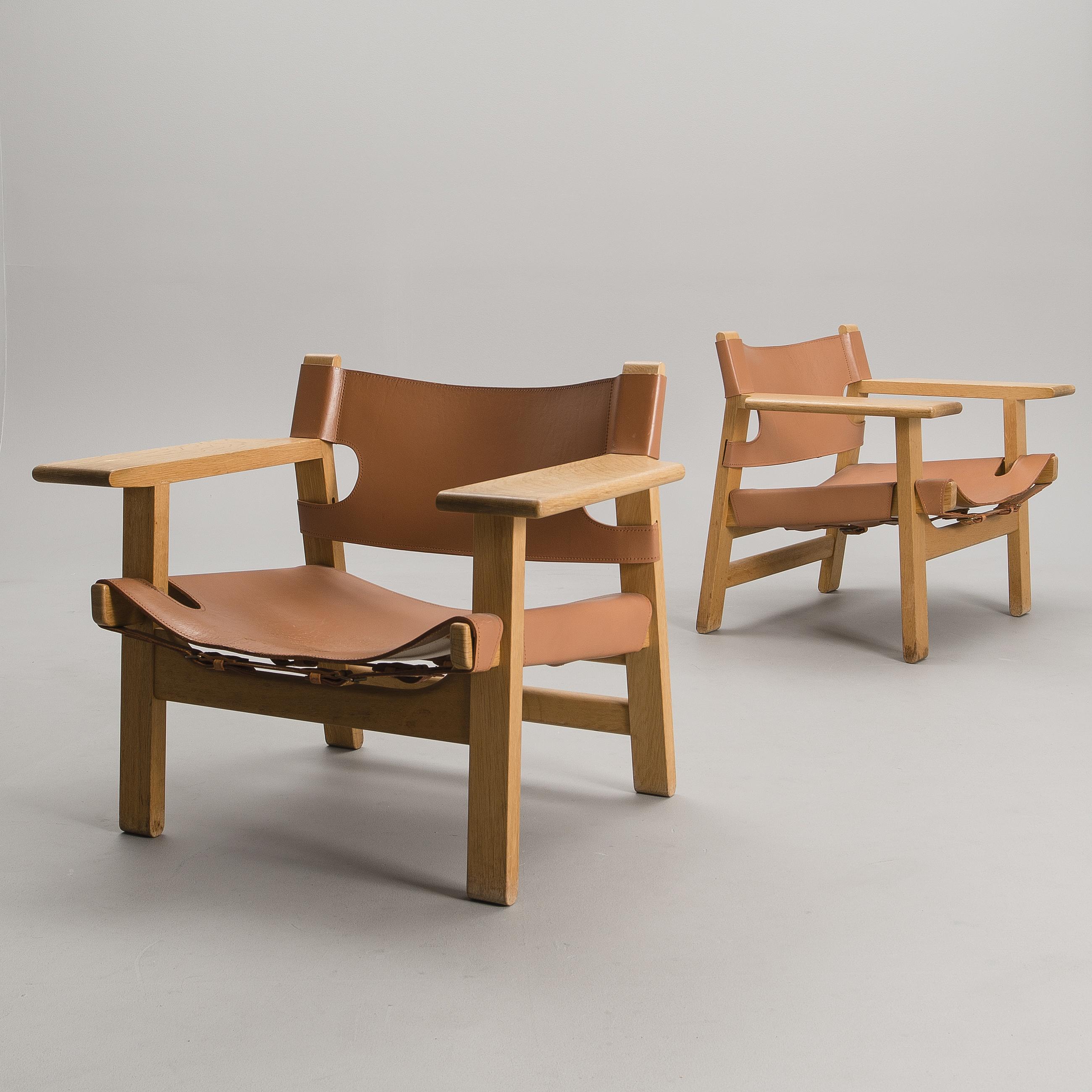 BØRGE MOGENSEN, BØRGE MOGENSEN, A PAIR OF CHAIRS. Spanish Chair. Label  Marked Fredericia Stolefabrik, Denmark.   Bukowskis