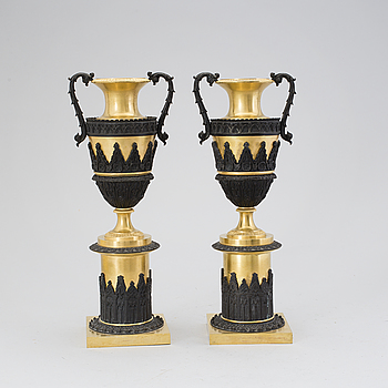 EMPIRE, A pair of late Empire bronze urns, middle of the 19th century.
